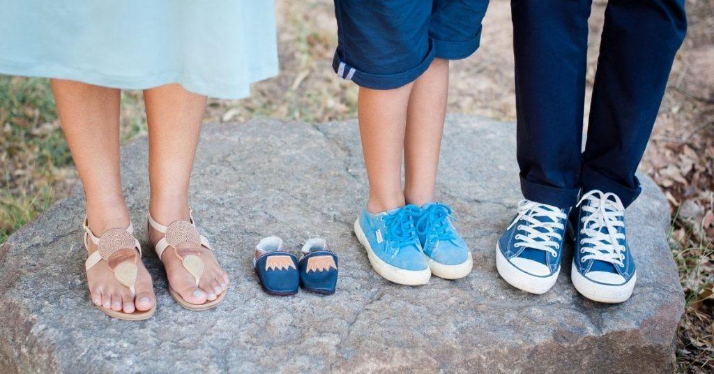 pregnancy reveal with siblings